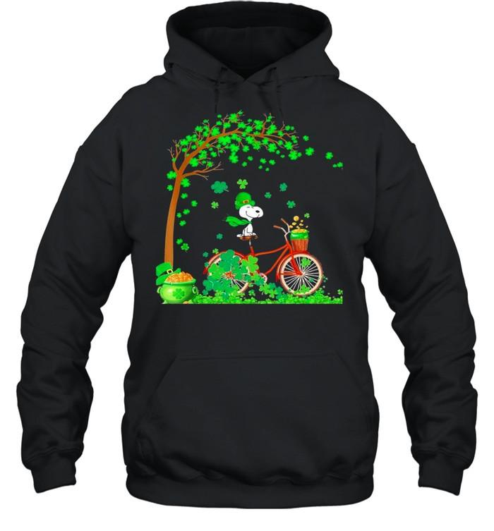 Bicycle Snoopy Patrick Tree Happy Patricks Day 2021 shirt Unisex Hoodie