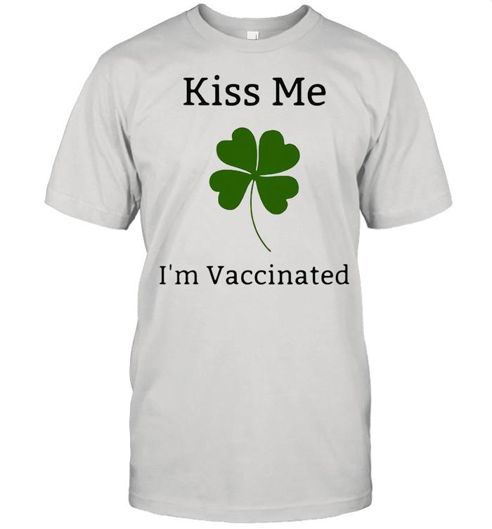 Kiss Me 2 I Am Vaccinated  Classic Men's T-shirt